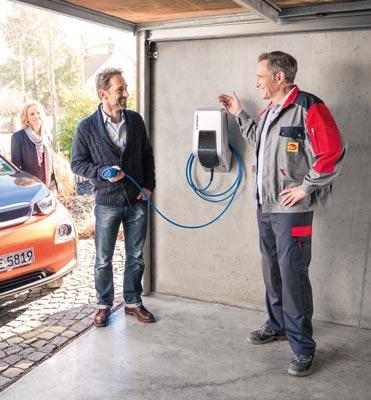 Mennekes Amtron - Wallbox in Garage, Besitzer und Elektriker
