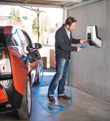 Mennekes Amtron - Wallbox in Garage, Ladevorgang mit BMW i3
