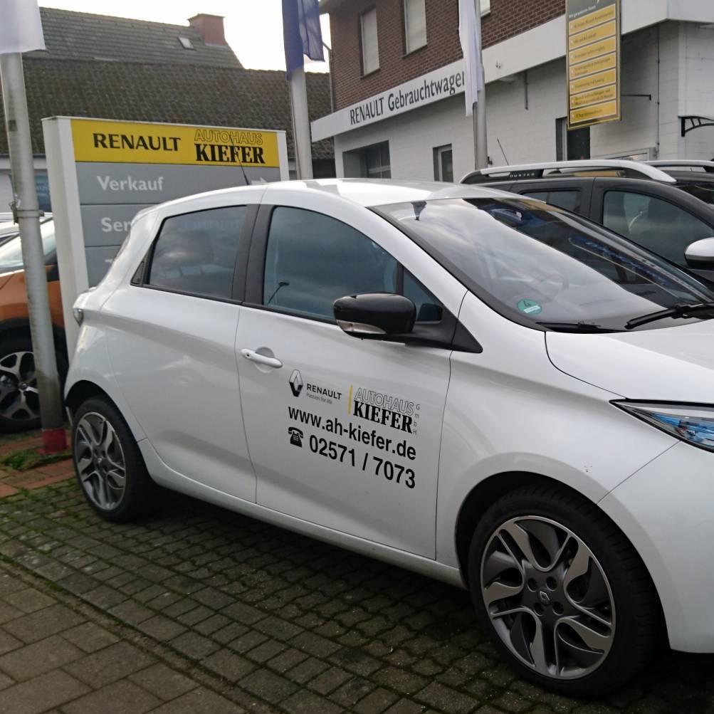 Weißer Renault ZOE Autohaus Kiefer