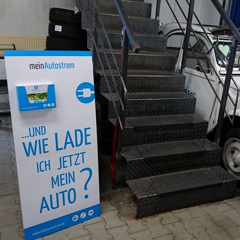 meinAutostrom-Aufsteller - Autohaus Thünemann & Wichmann innen