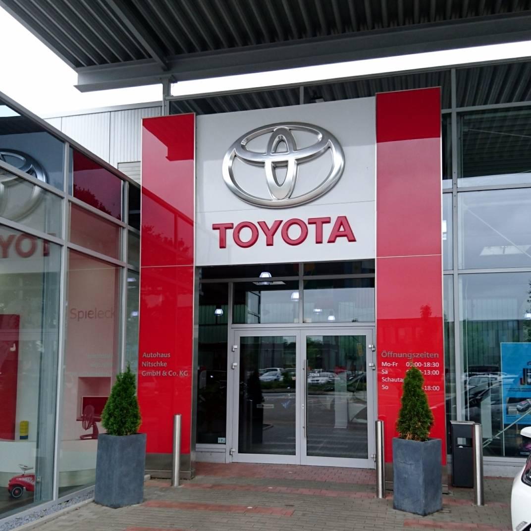 Toyota Nitschke Eingangsportal